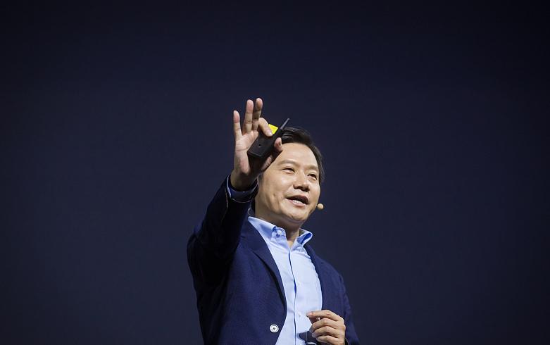 雷军:AI曾经让我非常焦虑 AI+IoT可让小米立足