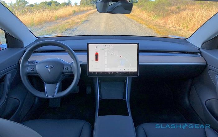 特斯拉发布重要软件更新 新Autopilot功能仍在测试中
