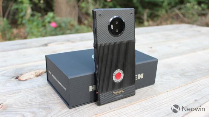 多次跳票后 零售版RED Hydrogen One开箱和初步上手