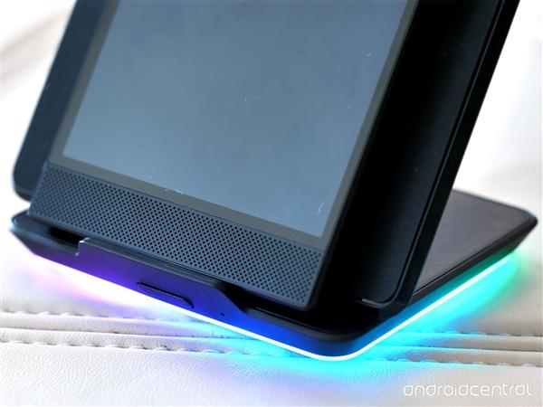 灯厂新一代游戏手机Razer Phone 2美图赏析