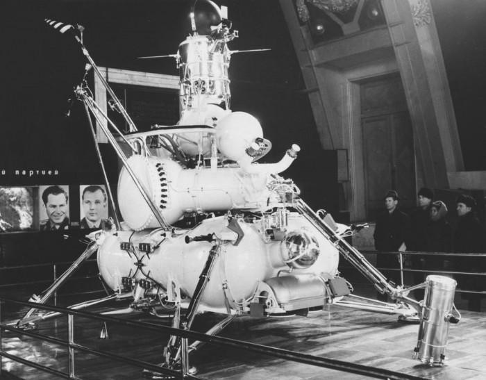 仅重0.2g的月球碎石以591.8万元成功拍出