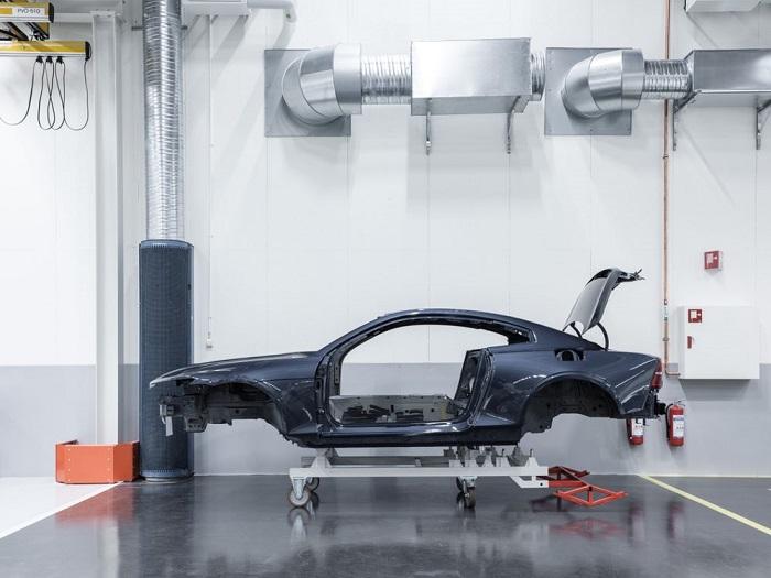 Polestar一号原型车通过碰撞试验 碳纤维车身安全可靠