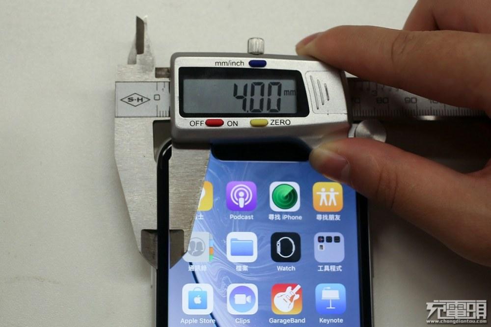 iPhone XR的黑边框有多宽?戴上套后惨不忍睹