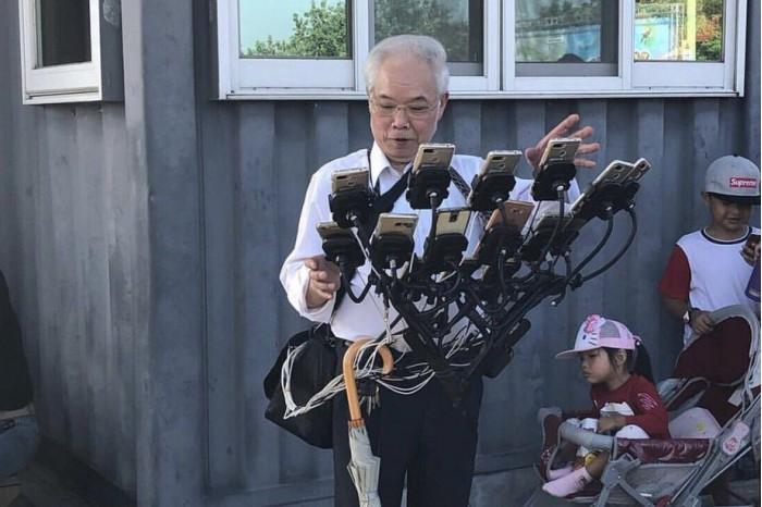 狂热70岁宝可梦大爷捕捉宝可梦机器进化到可支配15支手机