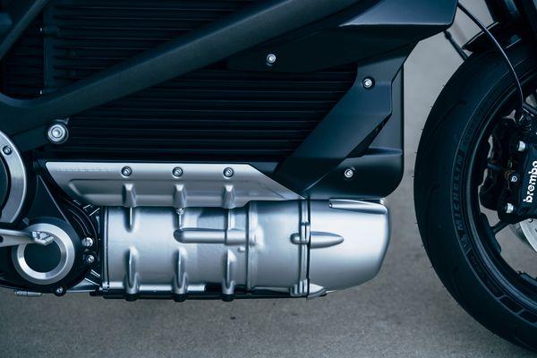 哈雷发布量产版电动摩托车LiveWire 明年上市销售