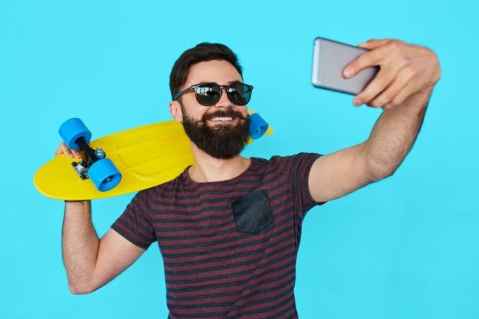 研究:频繁在社交平台上发图片会导致自恋