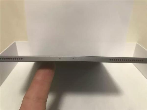 部分用户反馈新iPad Pro机身变弯 苹果称出厂如此、不是缺陷