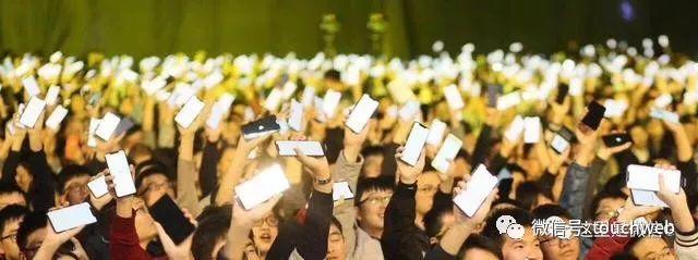 微信人手奖励一部iPhone顶配版 张小龙:年终奖多到怕吓到大家