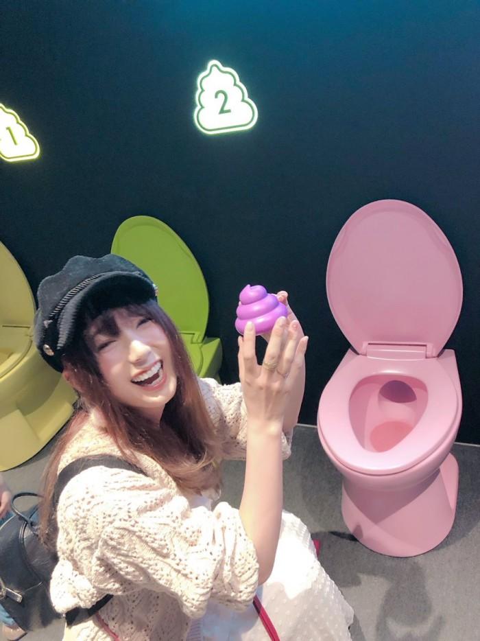 波多野结衣和好友游玩大便博物馆 还玩射门游戏