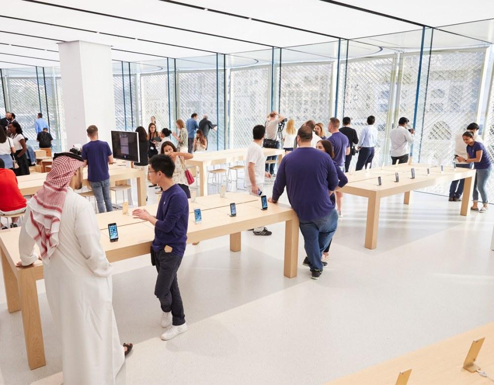 """看苹果迪拜零售店诠释""""高级土豪金"""""""