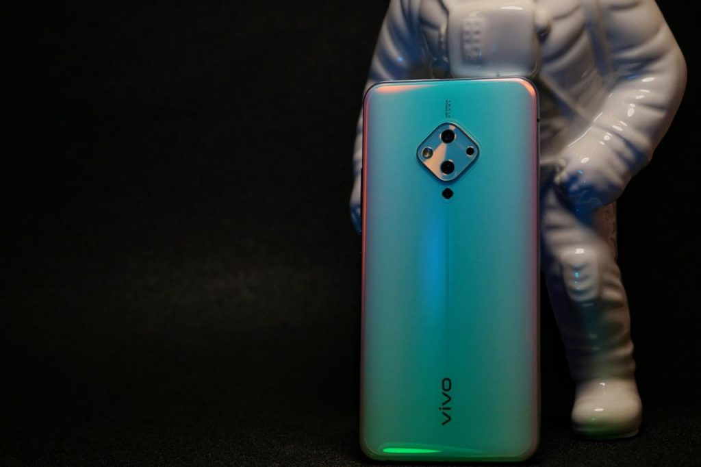 蔡徐坤同款 vivo S5 上手评测:最懂拍人像的手机