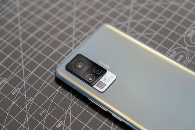不支持超稳防抖的手机,敢叫影像旗舰吗?