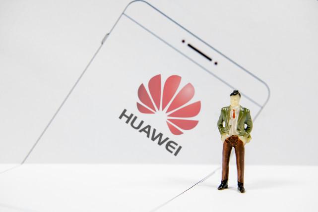 断供笼罩之下:谁将填补华为手机留下的市场空白?