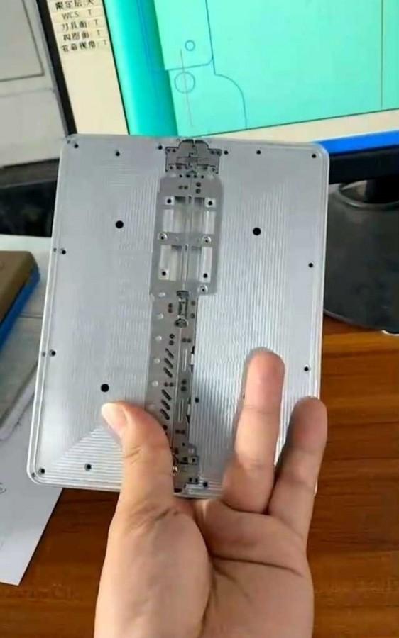 疑似小米Mix系列折叠屏原型智能机后盖谍照曝光