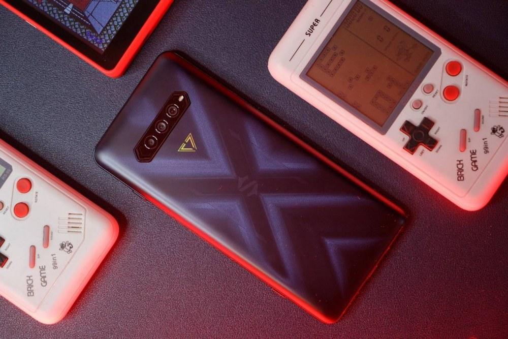 黑鲨游戏手机4 Pro首发评测:最接近掌机体验的游戏手机来了