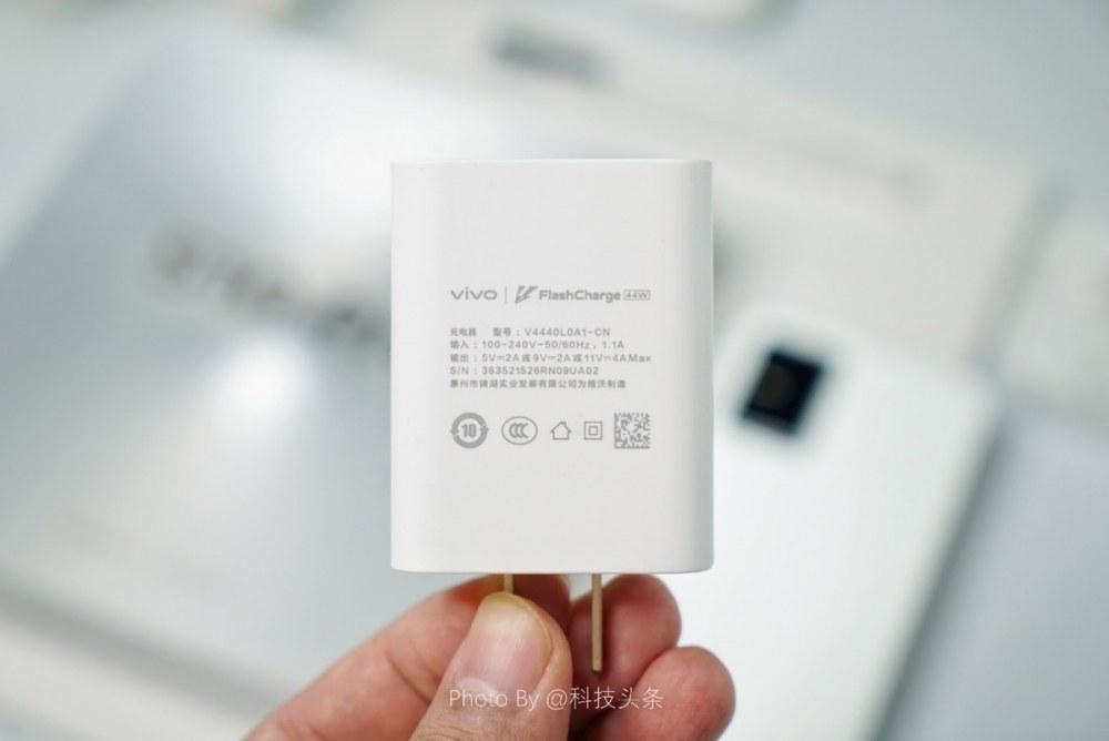 蔡徐坤同款vivo S10 Pro首发评测:最强自拍+1亿像素主摄,双面都好玩