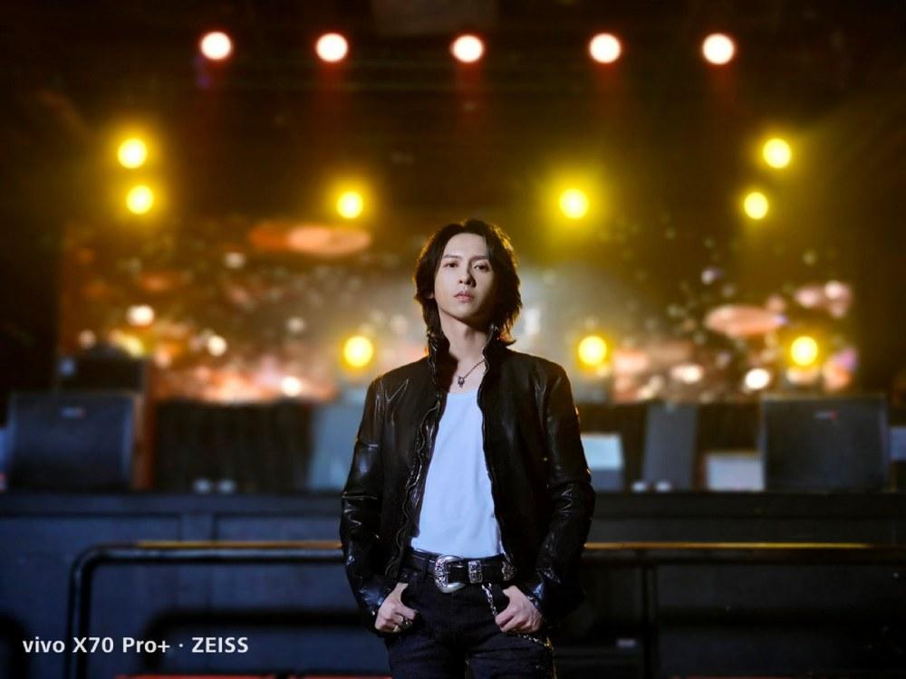"vivo X70系列正式开售 打响年度""影像机皇""之争"